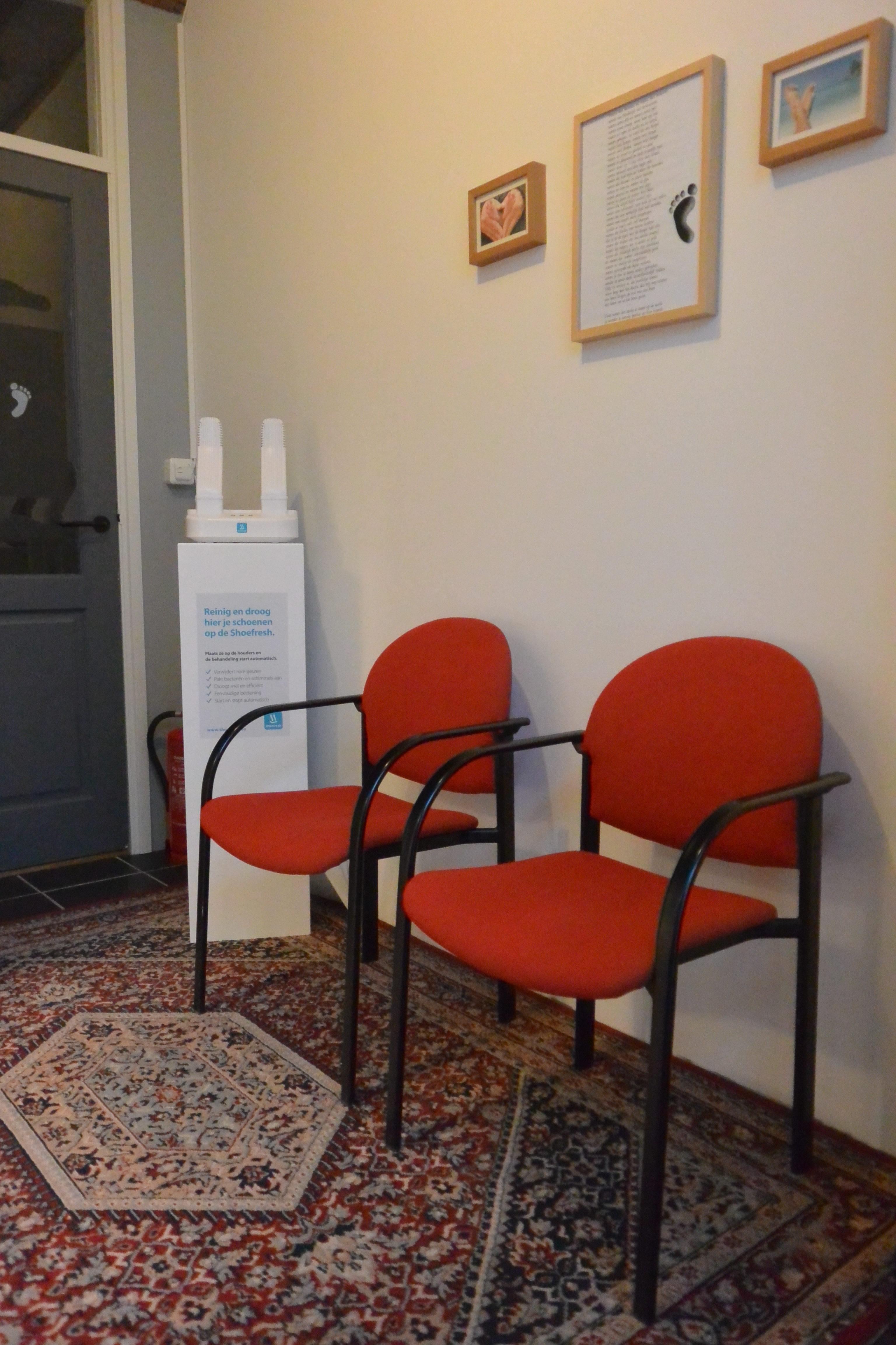 Praktijkruimte en wachtkamer van pedicurepraktijk Oosteinde